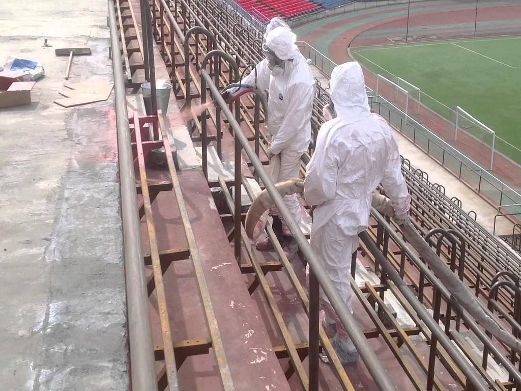 Напыление полимочевины на конструкцию стадиона